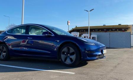 Tesla Model 3 Supercharger
