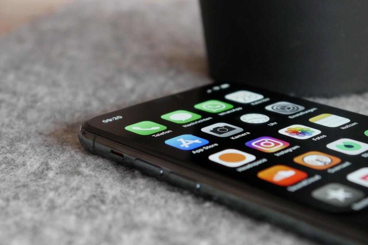 Apple Iphone 11 Pro Tisch