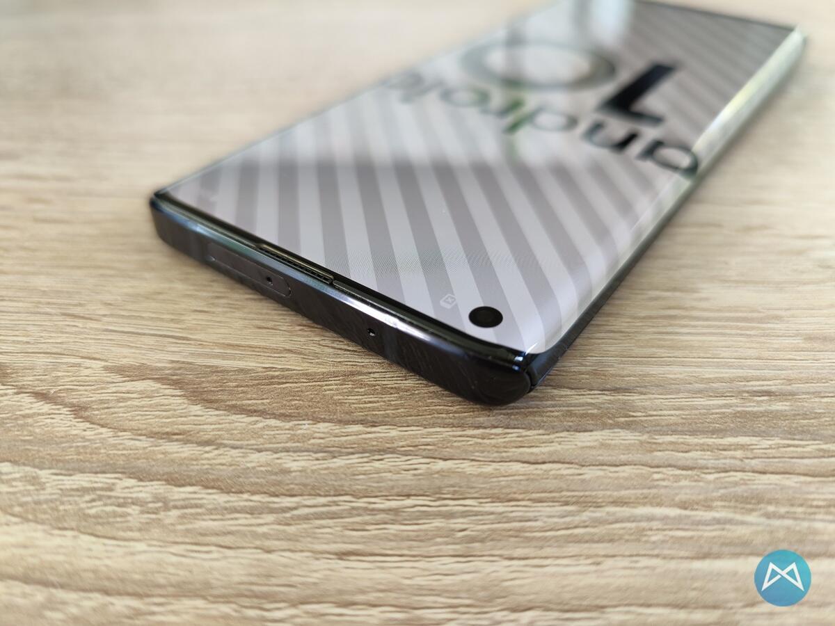 Motorola Edge Unten1