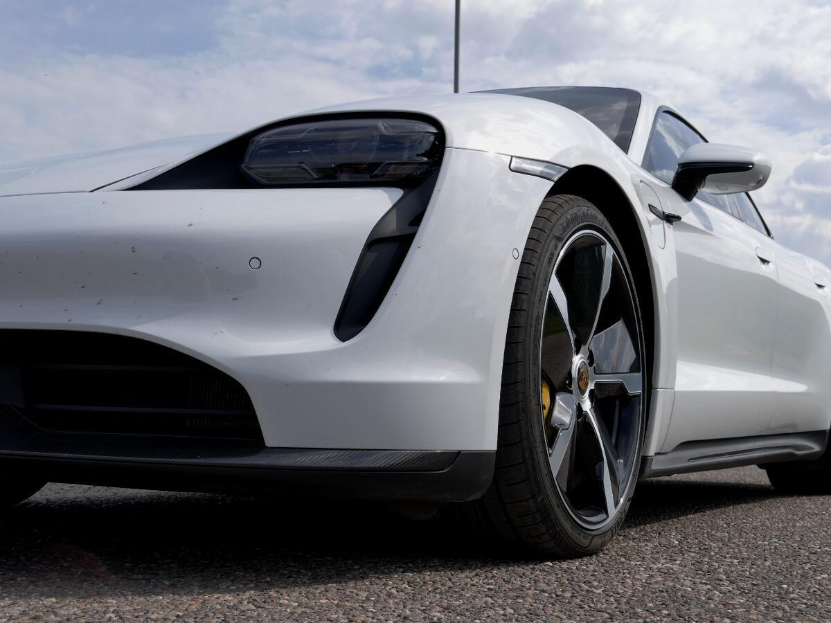 Porsche Taycan Turbo S Detail Front