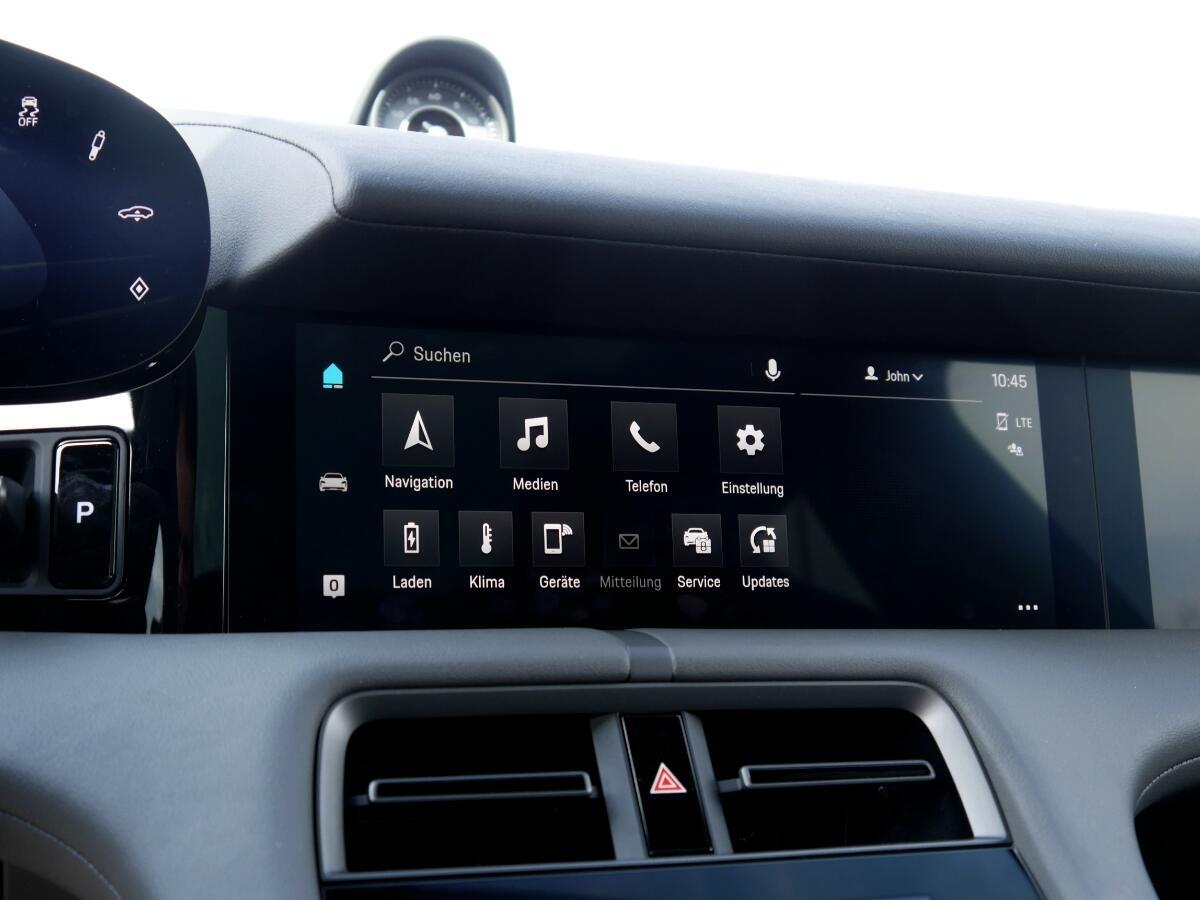 Porsche Taycan Turbo S Display Mitte