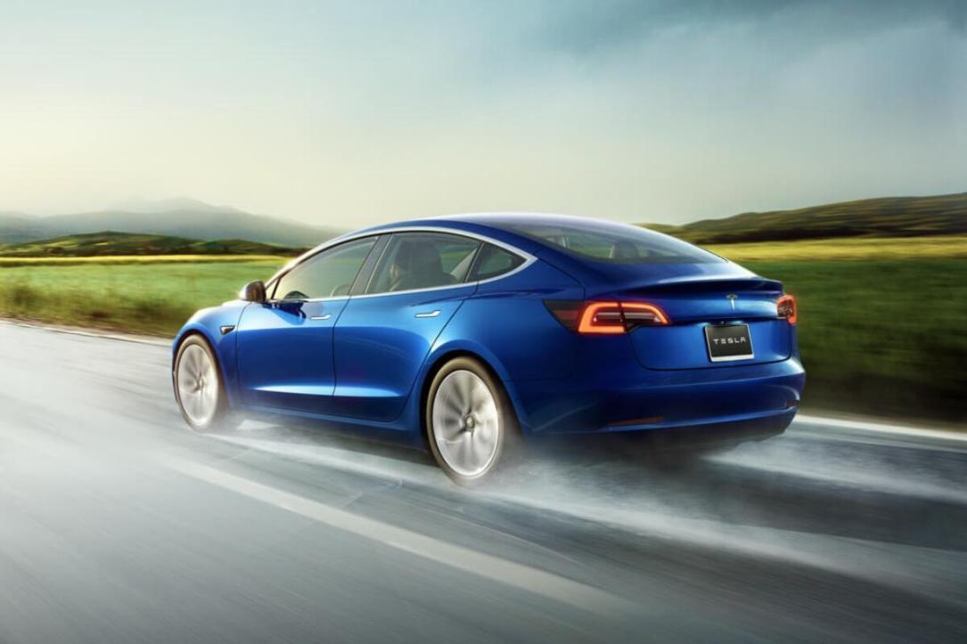 Tesla Model 3 Back Blau Header