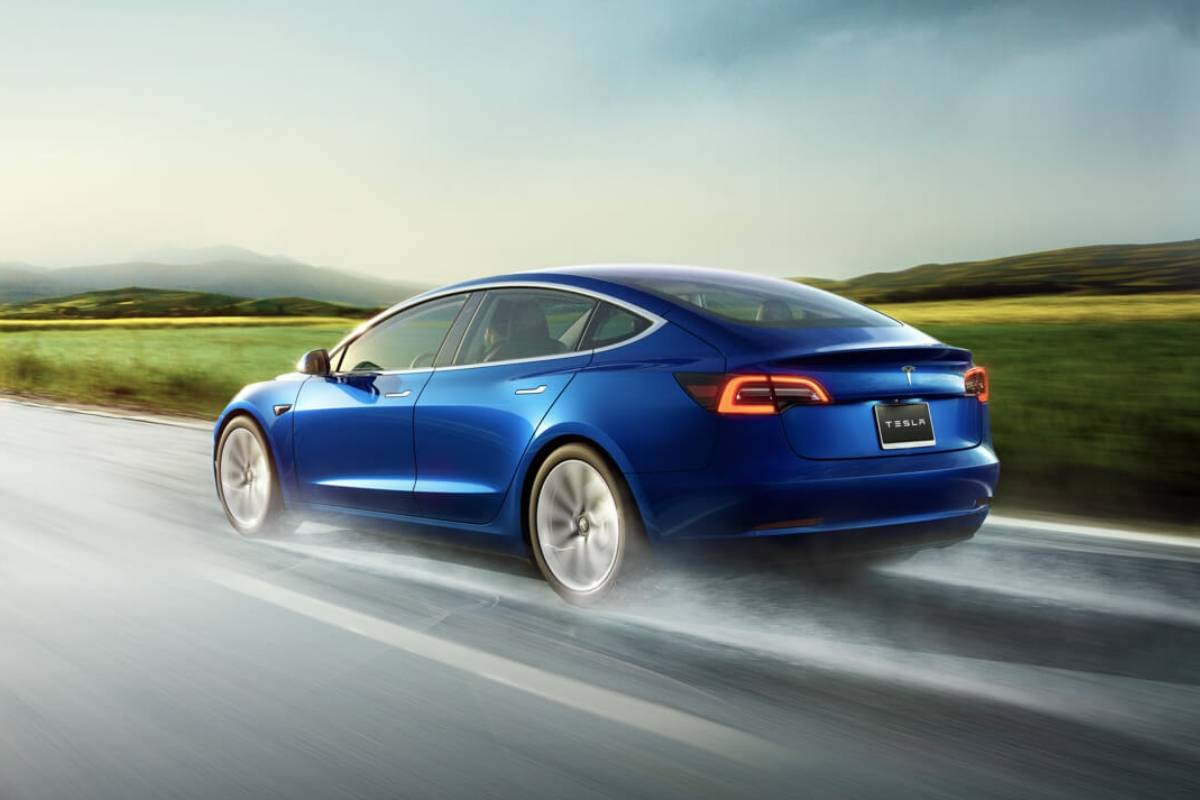 Tesla Model 3 Back Blau Header