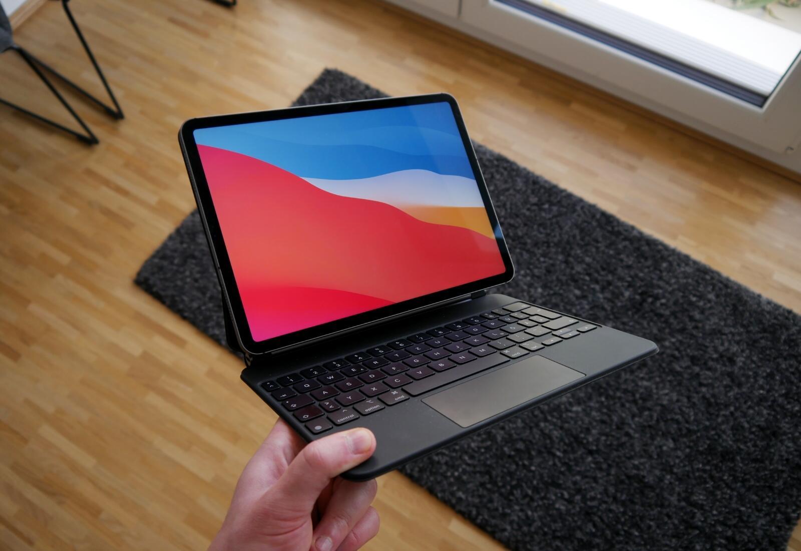 Apple Ipad Pro 2020 Magic Keyboard Hand