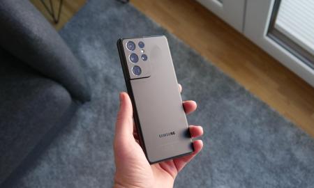 Samsung Galaxy S21 Ultra Hand Header