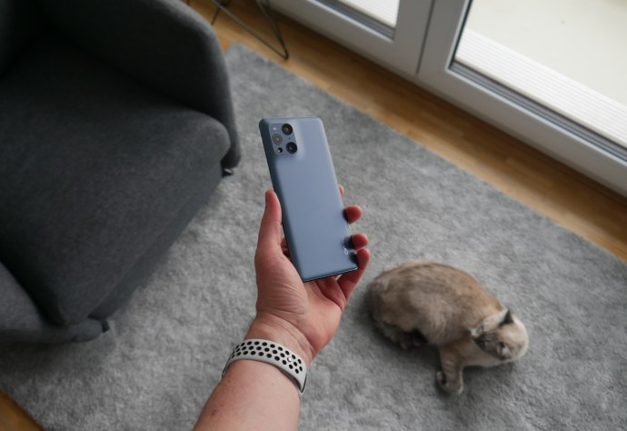Oppo Find X3 Pro Hand Back