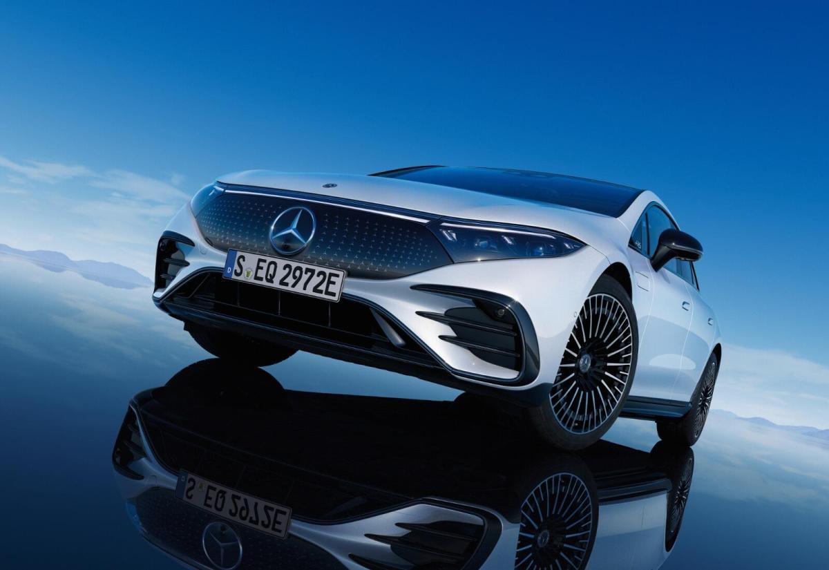 Mercedes Benz Eqs Front Header