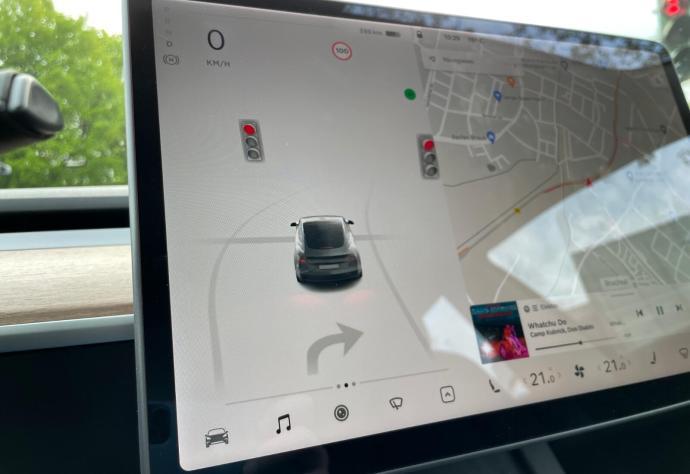 Tesla Model 3 2021 Ampel