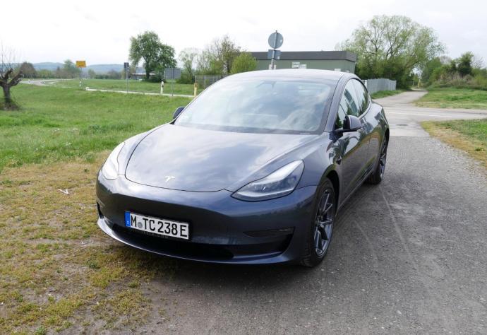Tesla Model 3 2021 Front
