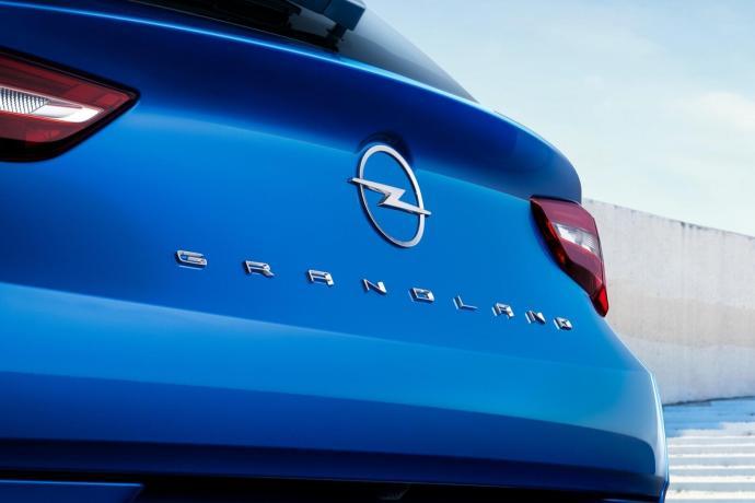 10 Opel Grandland Hybrid4 515796