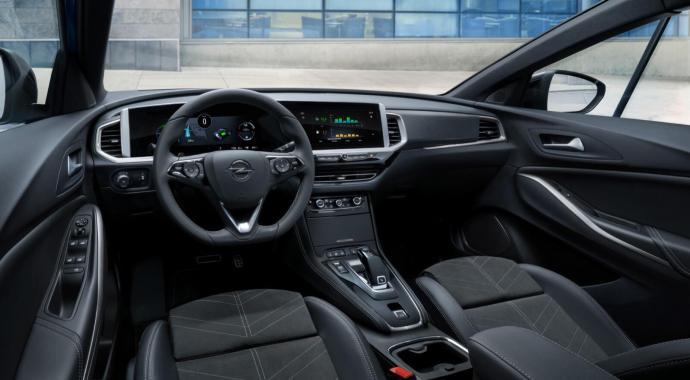 11 Opel Grandland Hybrid4 515799