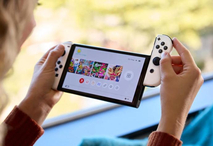 Nintendo Switch Oled 2021 Hand Header