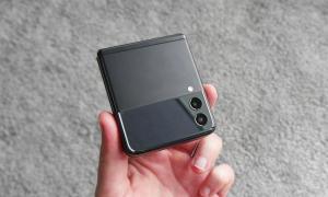 Samsung Galaxy Z Flip 3 Zu