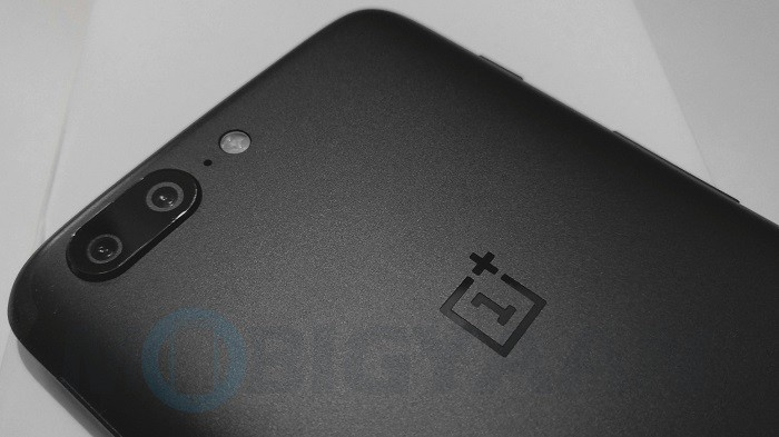 OnePlus 5T OxygenOS update brings assistive lighting for face unlock