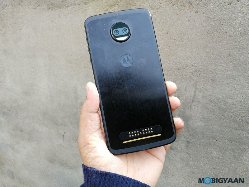 Motorola-Moto-Z2-Force-Hands-on-Review-Images-6
