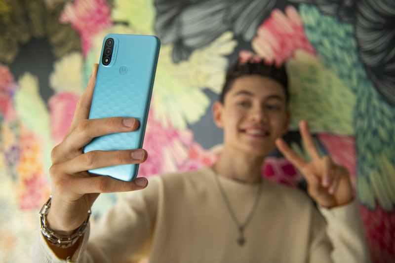 مزايا وعيوب هاتف موتورولا الاقتصادي الجديد Motorola Moto E20