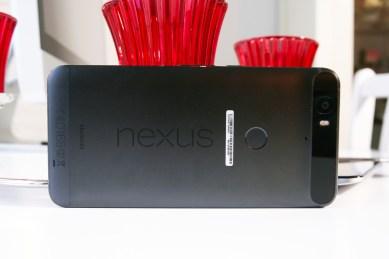 Nexus 6P, takaa