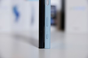 Sony Xperia XZ ja X Compact, sivupainikkeet.