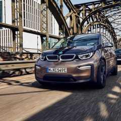 Mit neuen Hochvoltbatterien zu nochmals größerer Reichweite bei BMW typischer Sportlichkeit: .