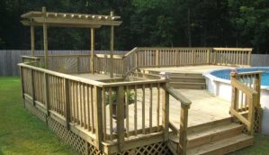 A deck with a jacuzzi