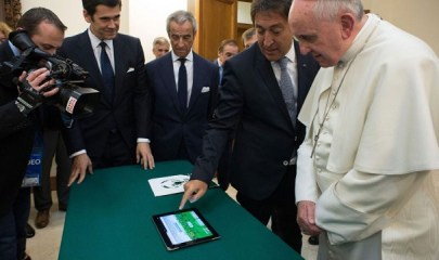 pope-francis-ipad