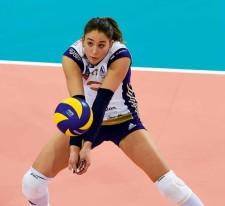 Una giocatrice di pallavolo in azione