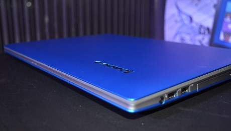 Lenovo IdeaPad Z400 close up cover shot