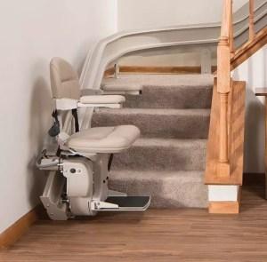 stair-lift-bruno-elite-curved-indoor-bottom-of-steps-630x620