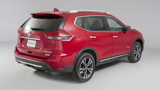 2017 Nissan Rogue - The lateral view