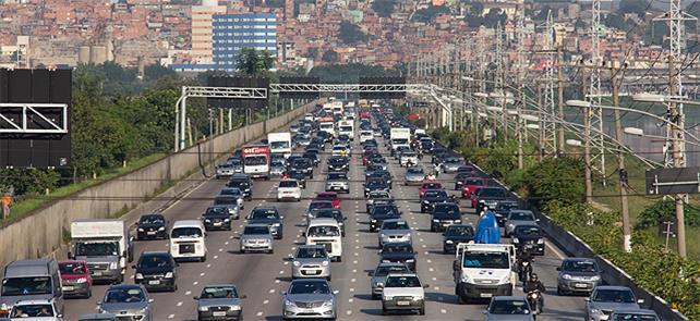 Marginal do Rio Pinheiros: inferno urbano