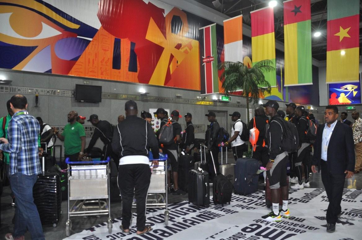 مطار القاهرة يستقب بعثة منتخبى زيمبابوى ونيجيريا