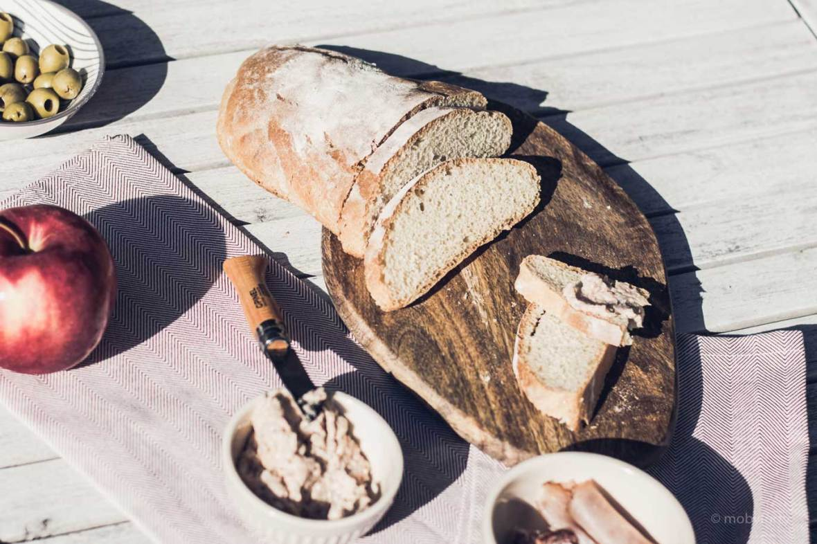 Ciabatta Brot und Aufstriche von oben