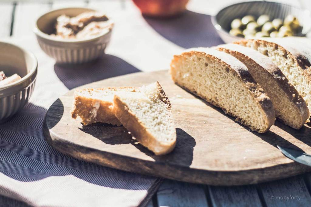 Ciabatta Brot auf einem Holzbrett