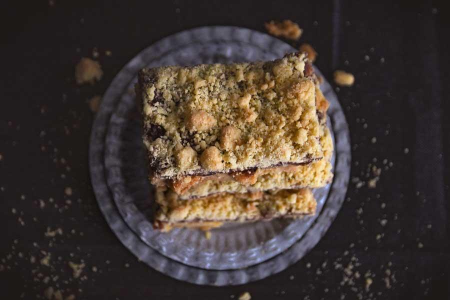 Streuselkuchen Flatlay. Nachgebacken nach dem Rezept aus dem Buch Tasty Sweets - das Original.