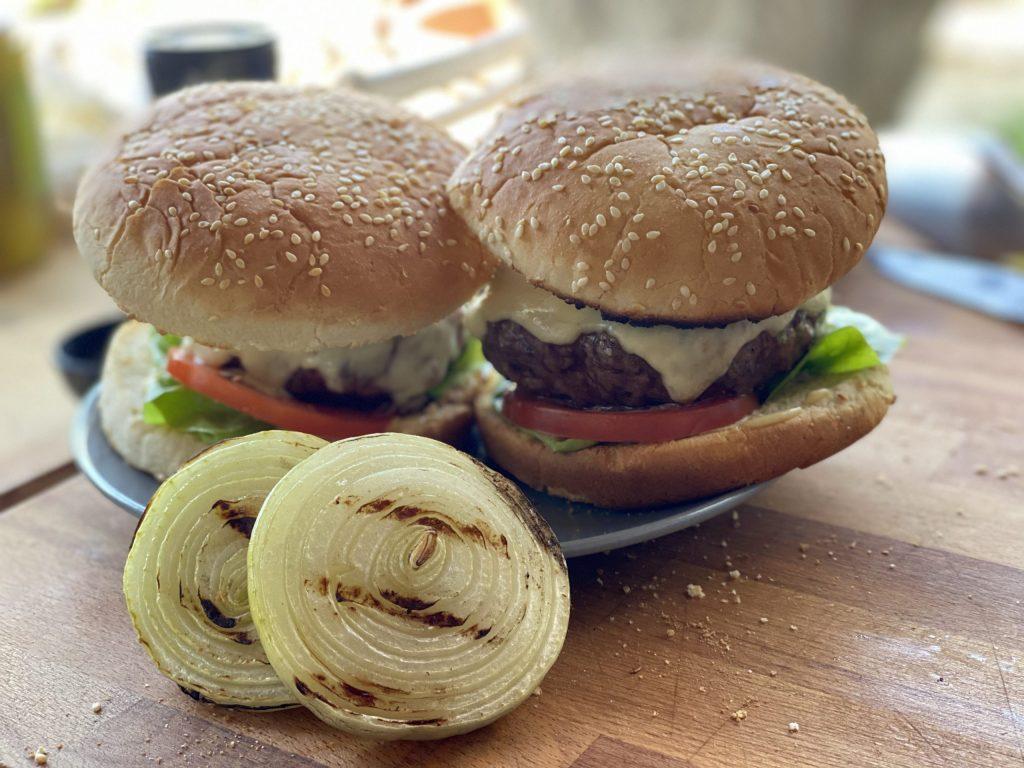 Der perfekte Burger, saftig und auf den Punkt gegart.