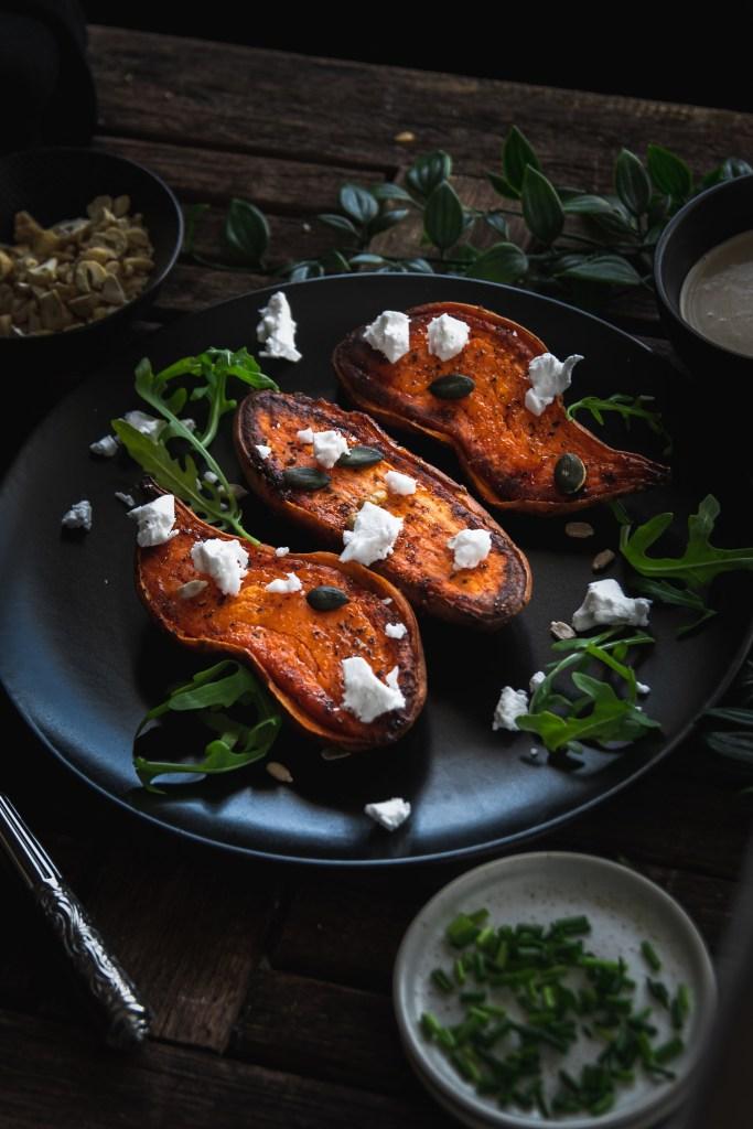 Ofen-Süßkartoffel mit veganem Feta