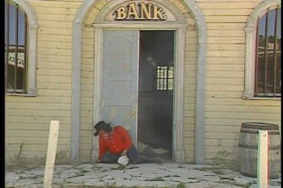 Mad Dog McCree Windows The 'Territorial Bank' : Entrance cleared.