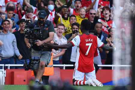 Training photos hint at personnel boost for Arsenal against Aston Villa