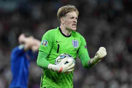 How Pickford used a water bottle to aid penalty efforts vs West Ham