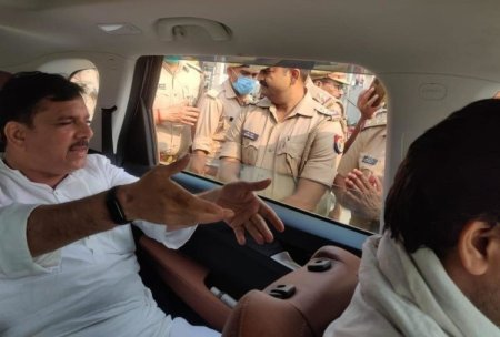 Aap Mp Sanjay Singh Detained In Varanasi Who Was Going To Tiranga Sankalp Yatra Without Permissi ...