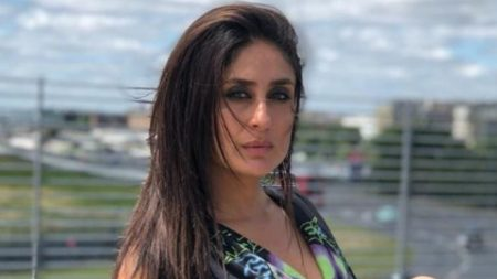 Kareena kapoor approached by tv reality show hunarbaaz for judge pr