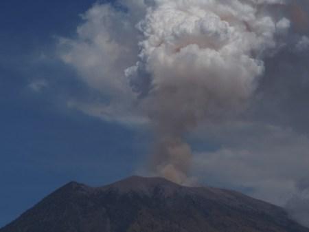 Volcano erupts in southwest Japan, alert issued | दक्षिण पश्चिम जापान में फटी ज्वालामुखी, अलर्ट जारी