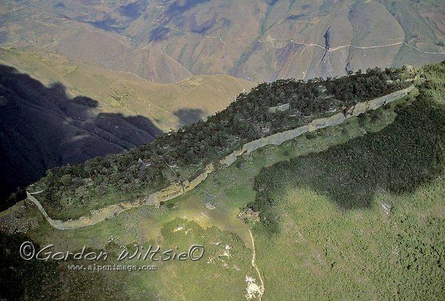 Fotografia aérea da fortaleza de Kuelap - Foto de Gordon Wiltsie do site Alpenimage.com