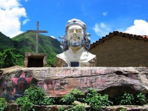 statue of Che Guevara in the village of La Higuera, Bolivia