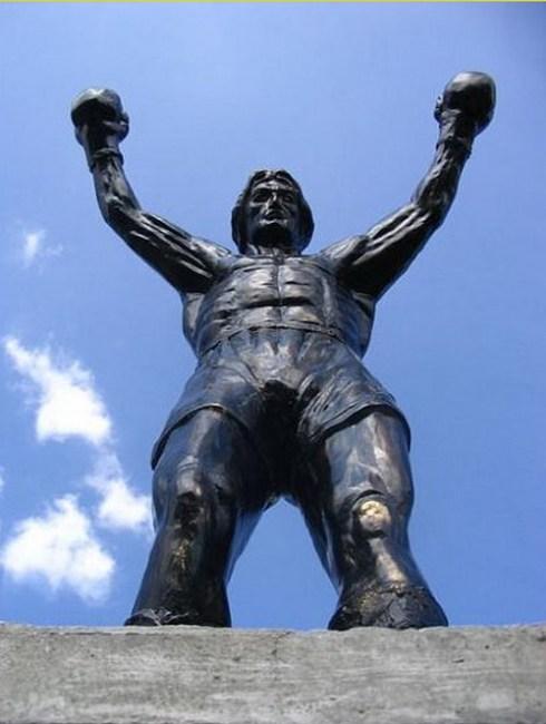 interesting celebrities statue