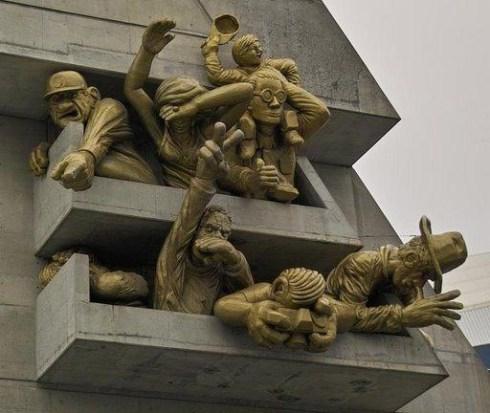 world's strangest statues