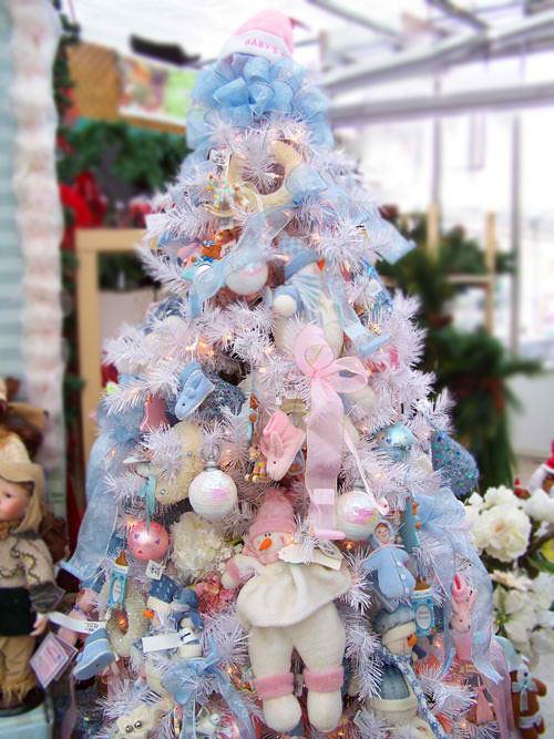 Ideas On Christmas Tree Decorating Part - 46: Babyu0027s First Christmas Tree Decorating Idea.