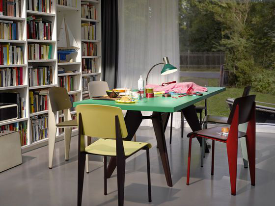 Vitra EM table - Standard chair in ambiente immagine.