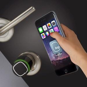 Iseo serrature apertura Libra con App.