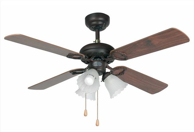 Ventilatore classico in legno con luce.
